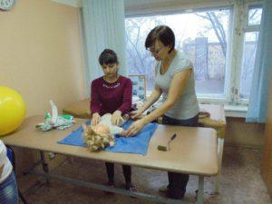 Занятие на курсах обучения детскому массажу