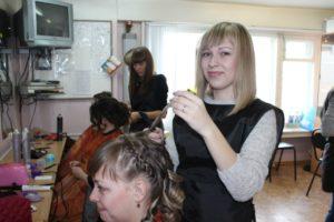 Учимся наращивать волосы на занятии