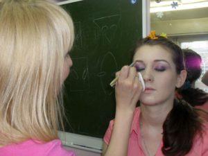 Обучение на курсах по макияжу