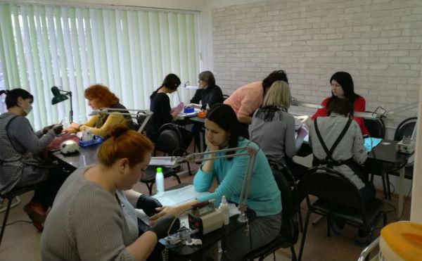 Маникюр, гель-лак и наращивание /моделирование/ ногтей гелем