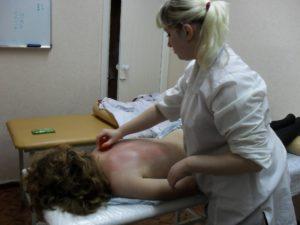 Занятие на курсах антицеллюлитного массажа